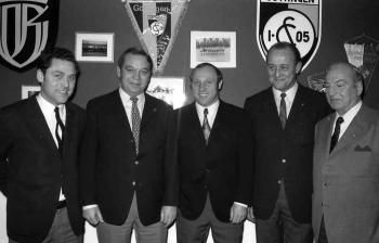 19710227 Seeler mit Vorstand 05