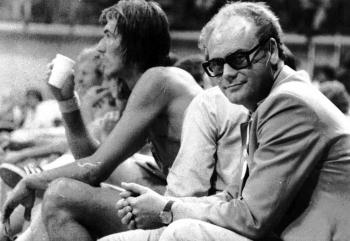 19720825 Olympiade  Dr. Gerhard Völke auf der Bank der Basketball Nationalmannschaft