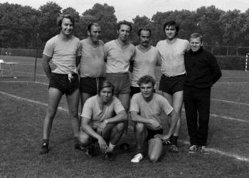 19750911 Faustball Ordnungshüter1