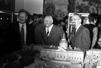 19761130 Museum, Lühr (links)