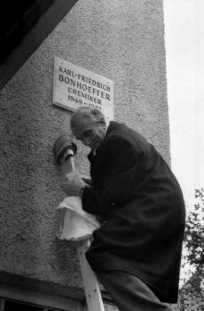 19821026 Bonhoeffer Ehrentafel
