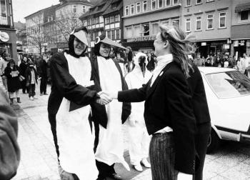 19860201 Greenpeace vor Rathaus 1