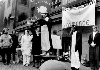 19860201 Greenpeace vor Rathaus