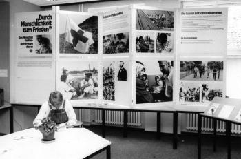 19860614 Ausstellung Rotes Kreuz, Stadtbibliothek