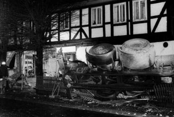 19881211 Unfall LKW B3 Wohnhaus