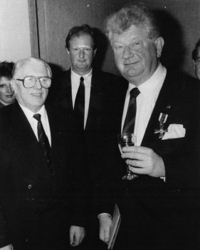 19891110 Verdienstkreuz W. Eisenacher, Döring und Sohn