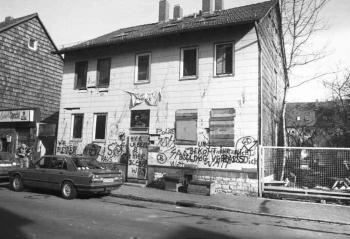 19900390 Hausbesetzung Leinestraße