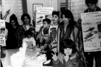 19920401 Kurden bestzen SPD Büro 1