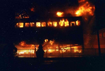 19931010 Feuer Farben Bank 5