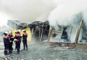 19941106 Feuer Teppichlager Gronerland 4