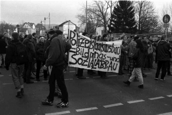 19971209 Demo Polizeigebäude 1