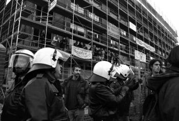 19971209 Demo Polizeigebäude 3