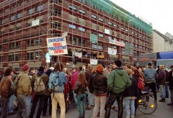 19971209 Demo Polizeigebäude 4