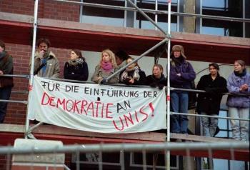19971209 Demo Polizeigebäude 6