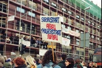 19971209 Demo Polizeigebäude 7
