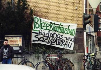 19971209 Demo Polizeigebäude 8