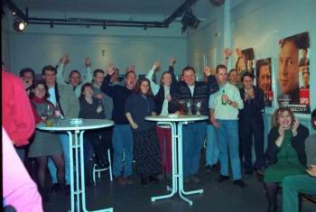 19980301 SPD Wahlsieg im Jg. Theater.jpg
